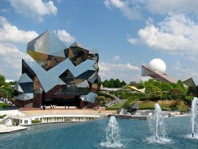 Futuroscope, Poitiers, un parc à thème futuriste, une journée de divertissement