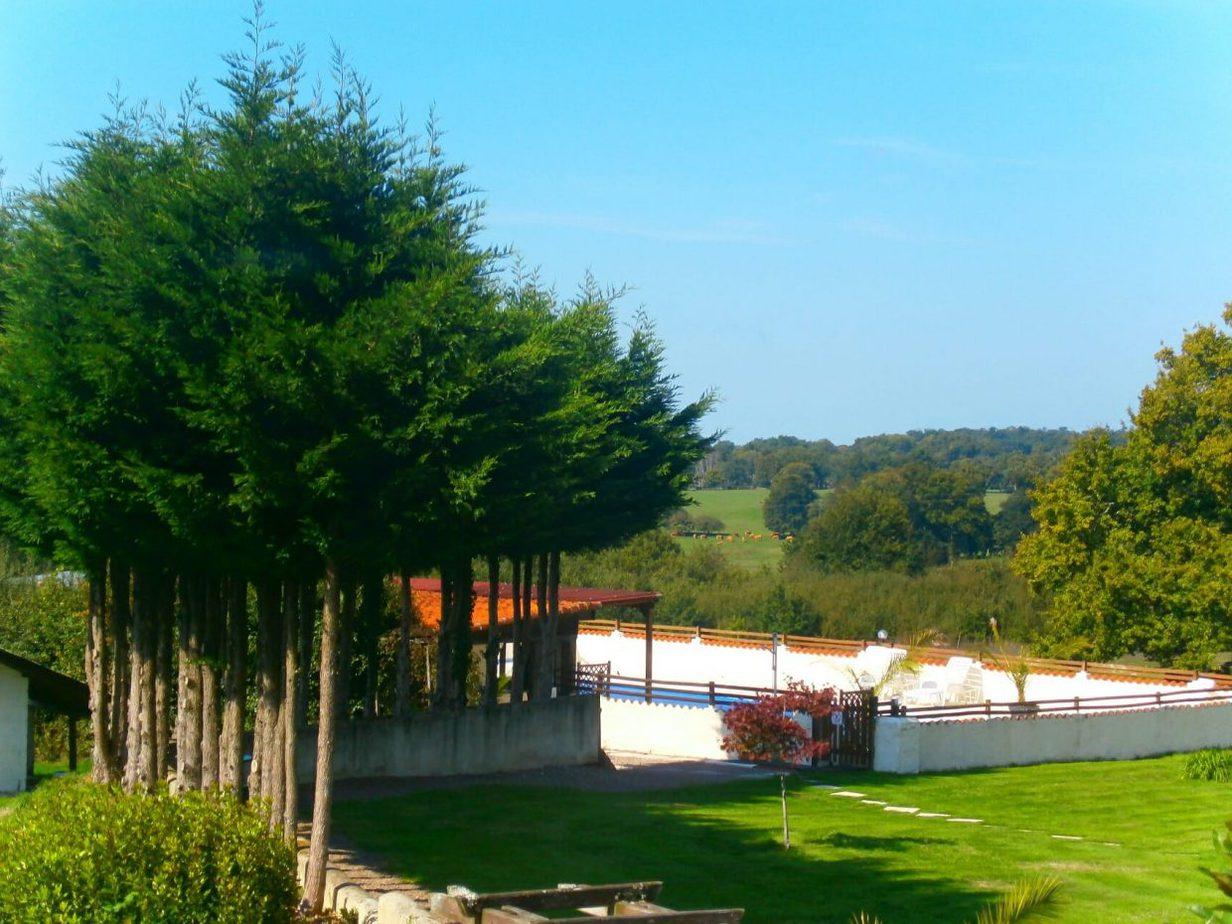 Het zwembad gezien vanuit Baudelaire